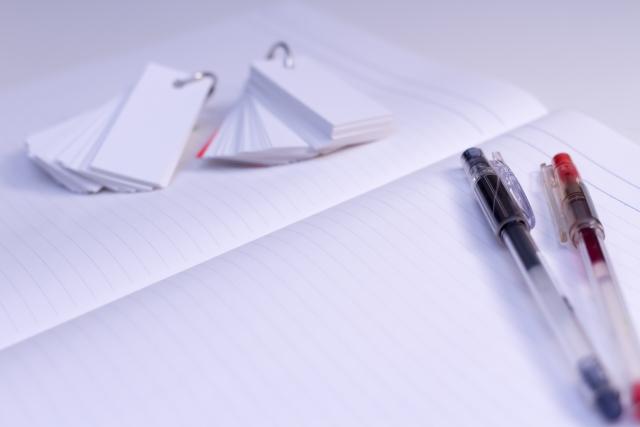 ノートとペンと単語帳