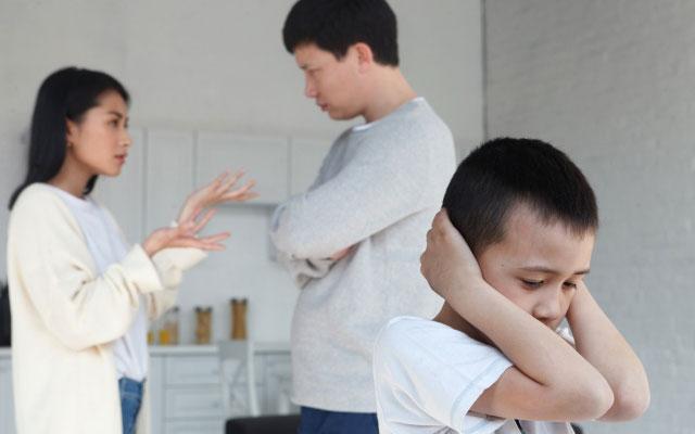 親子喧嘩に頭を抱える子ども